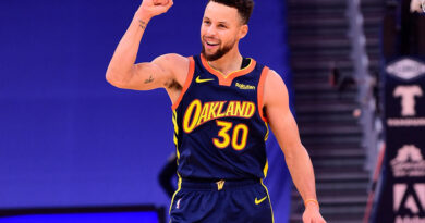 Curry eleva o seu jogo e agora… afunda